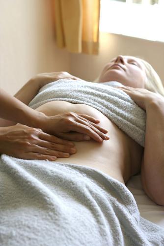 shutterstock_1562179 Pregnant Massage